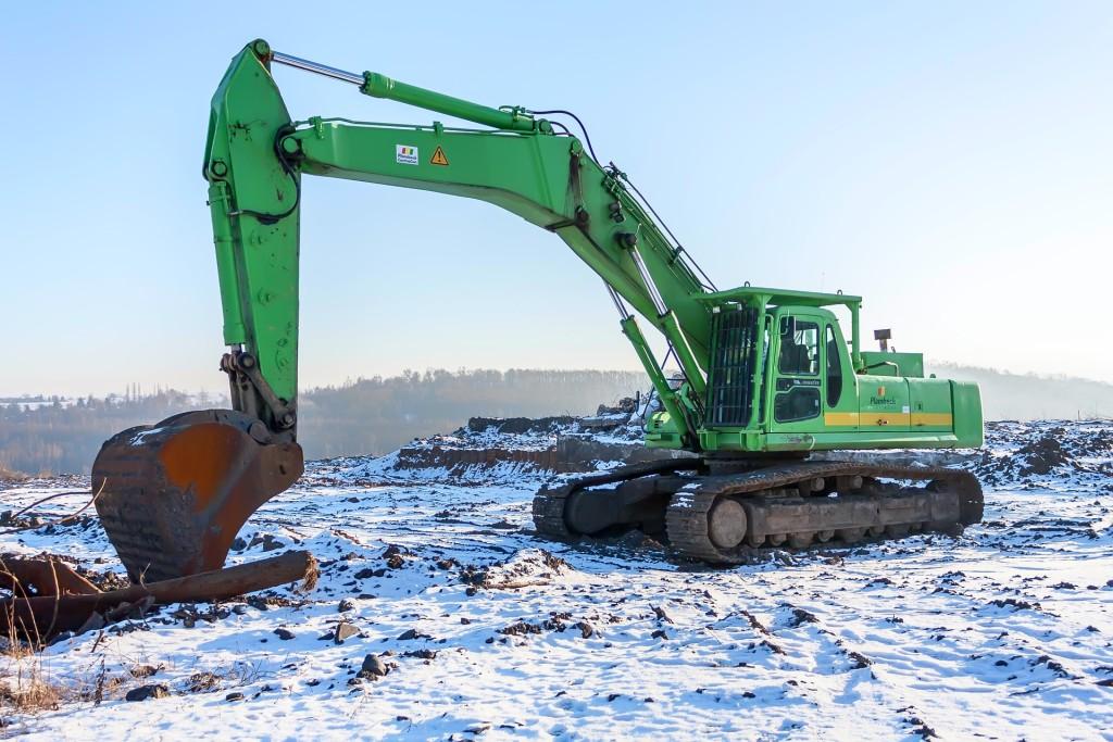 excavators-820035_1920